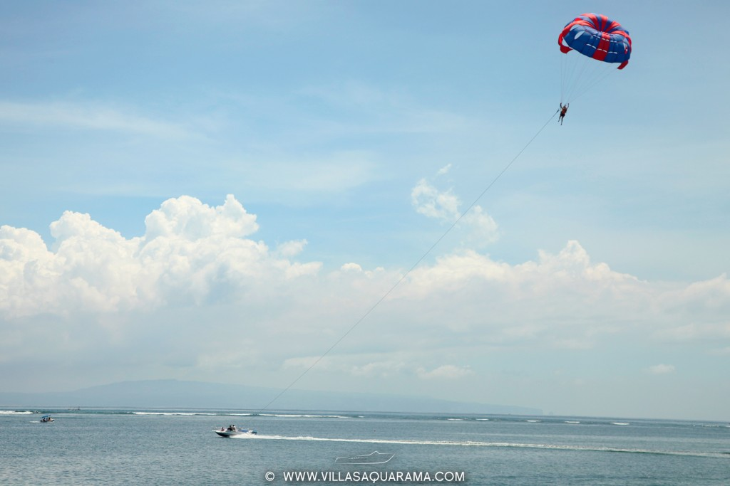 activity-sanur-beach-upward-parachute-rent-villas-aquarama-bali-01