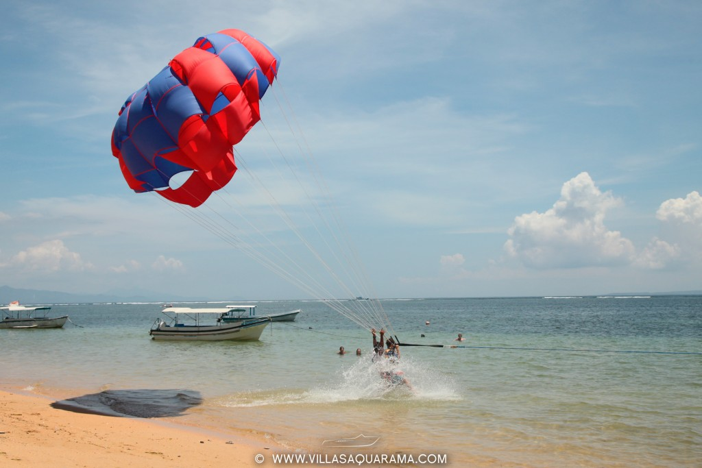 activity-sanur-beach-upward-parachute-rent-villas-aquarama-bali-02