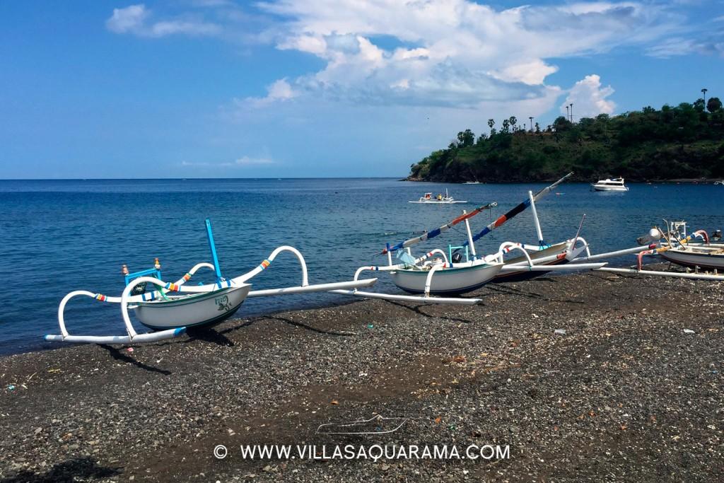 les fameux jukung bateaux de peche balinais