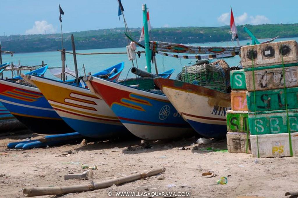 jimbaran-fishmarket-in-bali-typic-boats-villasaquarama