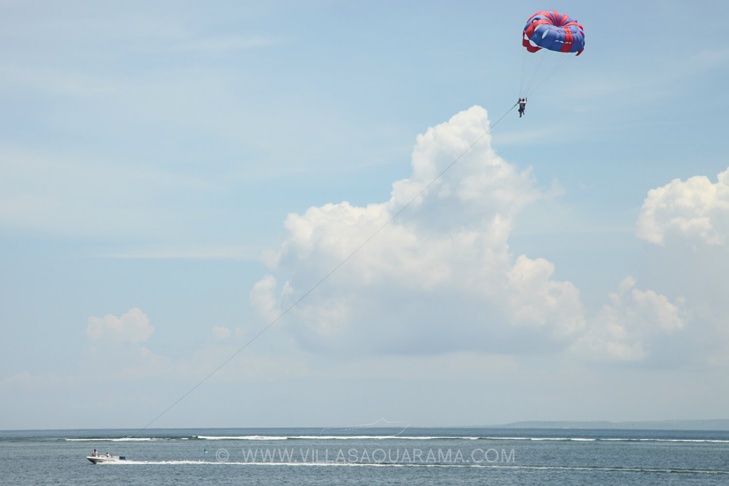 activity-bali-family-parascending-boat-watersport-villas-aquarama-rent