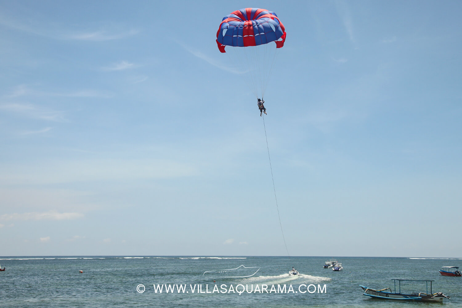 activity-bali-family-parascending-view-villas-aquarama-rent