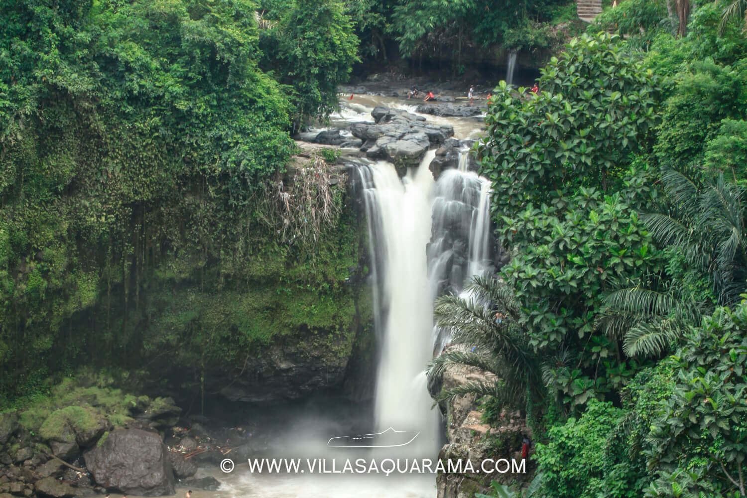 tegenungan-waterfall-tracking-activiy-family-forest-villas-rent-bali