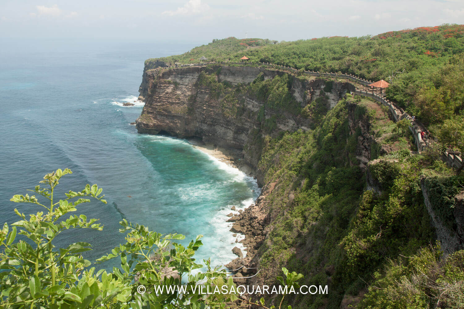 balinese-temple-uluwatu-cliff-panorama-south-coast-bali-villas-rent